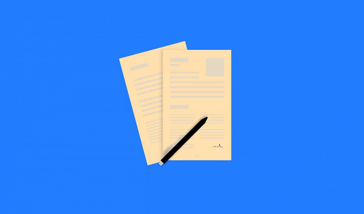currículum de dos hojas y un lápiz
