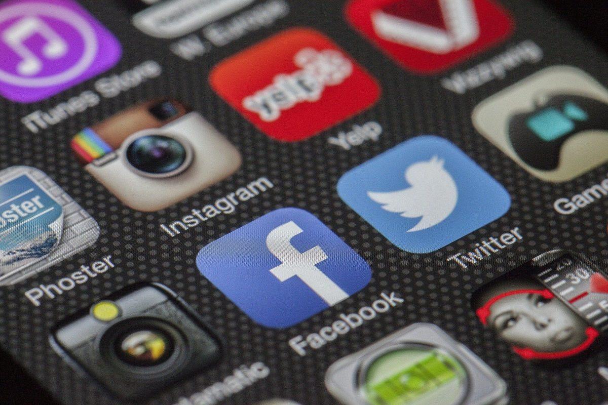 pantalla de móvil con iconos