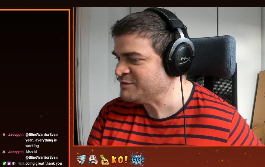 Sven jugando a videojuegos